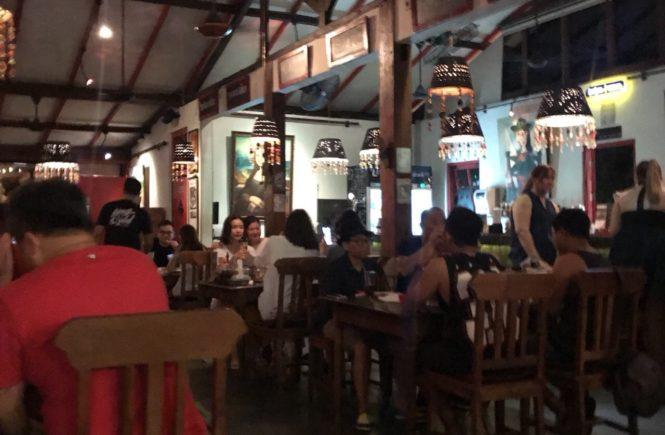 バリ島 グルメ ホッグワイルド 店内の様子