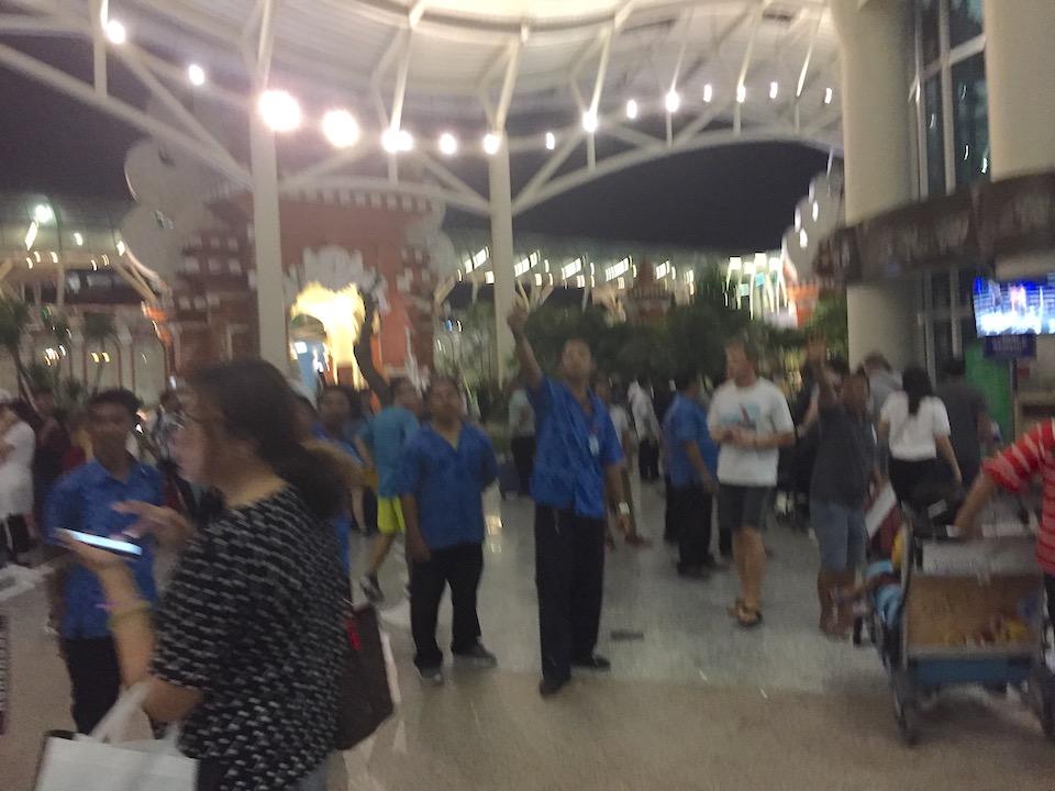 バリ島 デンパサール空港 客引き 白タク
