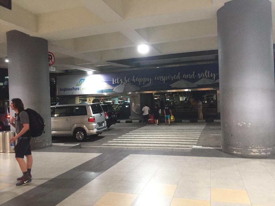 バリ島 デンパサール空港 駐車場