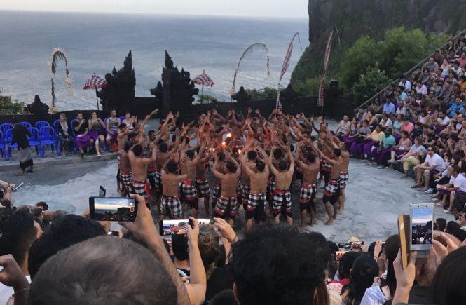バリ島 観光スポット ウルワツ寺院 ケチャダンス