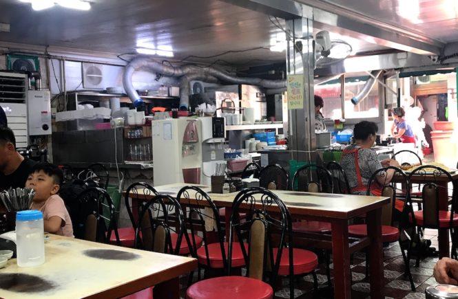 釜山 西面 テジクッパ通り 松亭3代クッパで朝食 店内