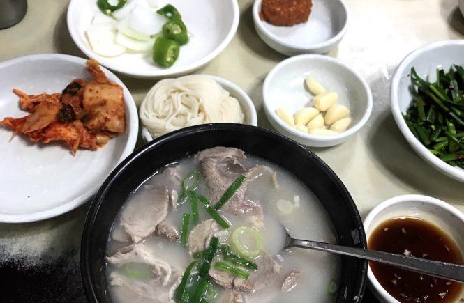 釜山 西面 テジクッパ通り 松亭3代クッパで朝食3