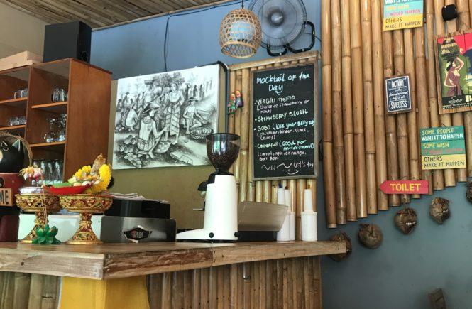 バリ島 ウブド ランチ ワルン ポンドク マドゥ 店内