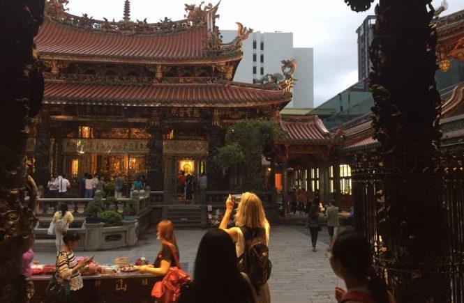 台湾 観光スポット 龍山寺 境内