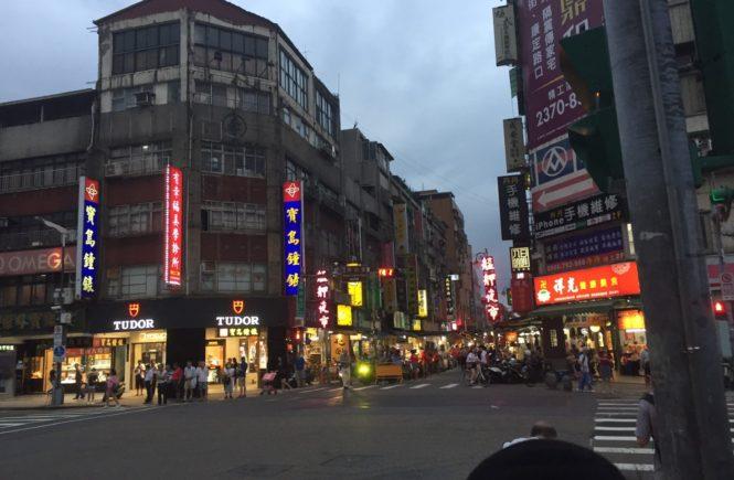 台湾 観光スポット 龍山寺 夜市