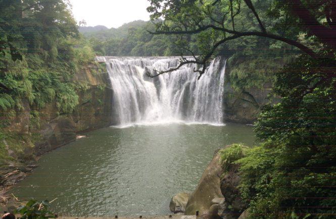 台湾 人気観光スポット 十分瀑布2