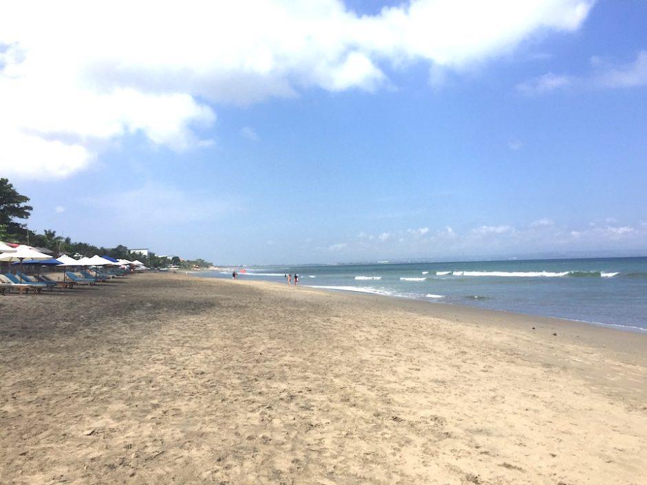 バリ島 スミニャック バツベリグ ビーチ