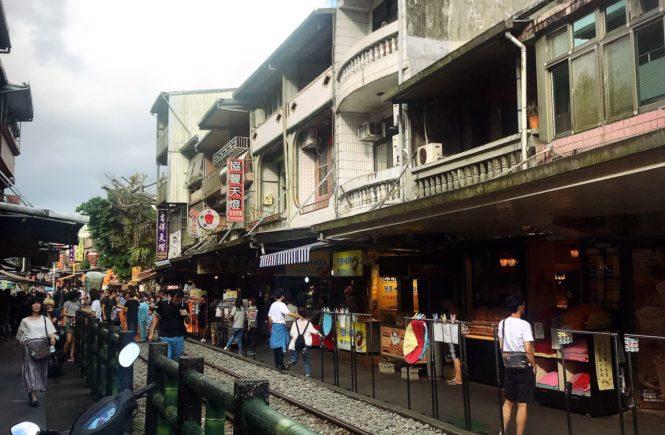 台湾 人気観光スポット 十分