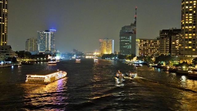 チャオプラヤー川ディナークルーズ バンコク 観光スポット おすすめ
