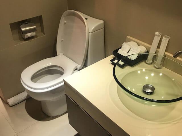 バンコク格安ホテル シーロムワン トイレ