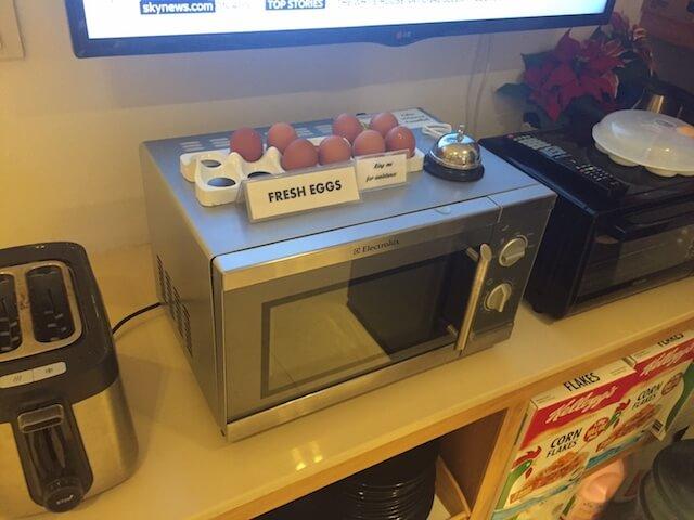 バンコク格安ホテル シーロムワン 朝食 卵