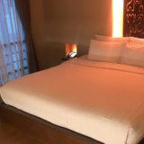 バンコク格安ホテル シーロムワン ベッド