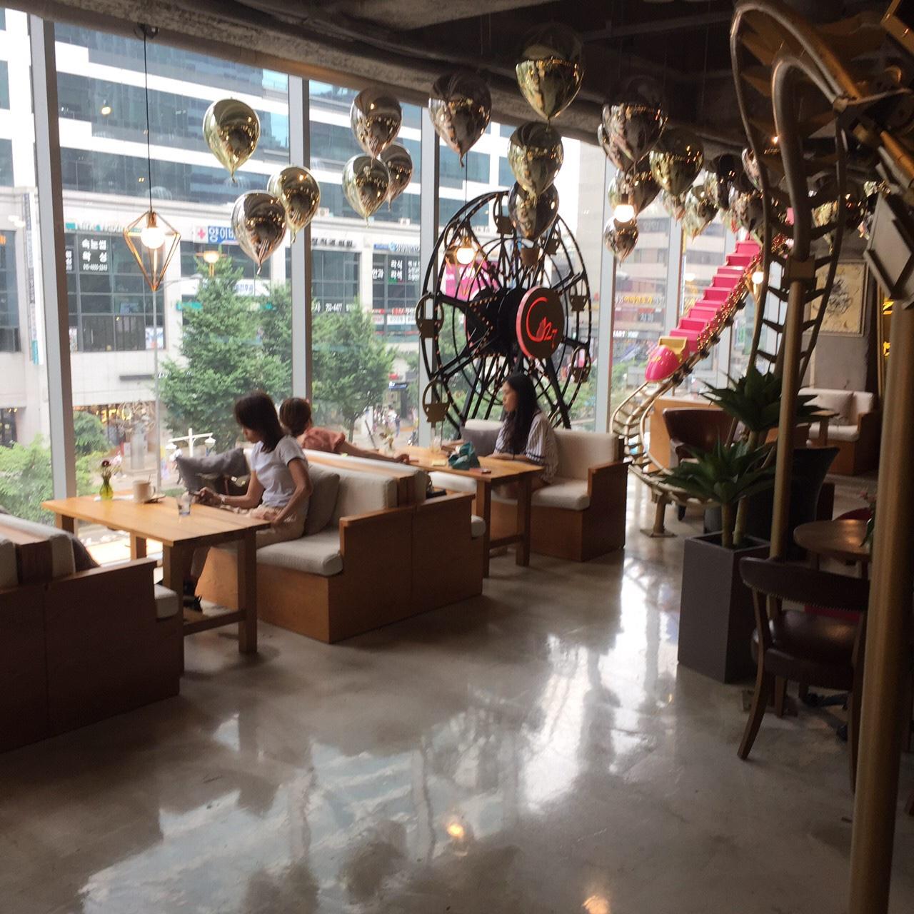 ホンデ カフェ おすすめ c27 店内の様子