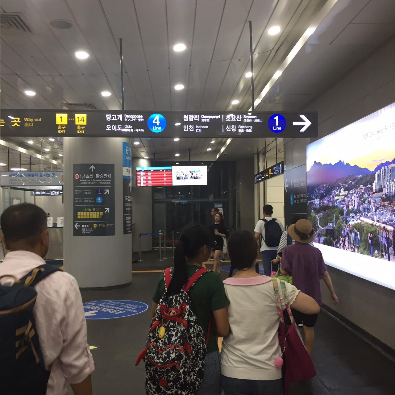 ソウル駅地下3階で地下鉄4番線へ移動2