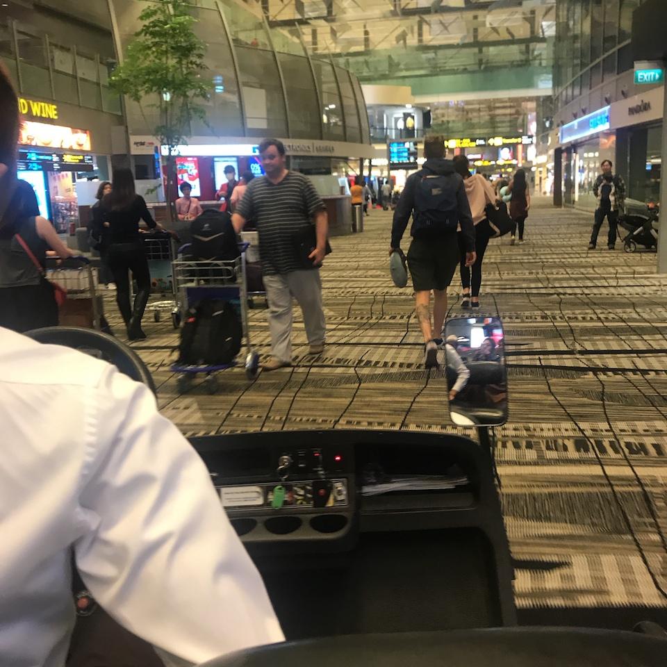 シンガポール航空 遅延 カート 乗り継ぎ