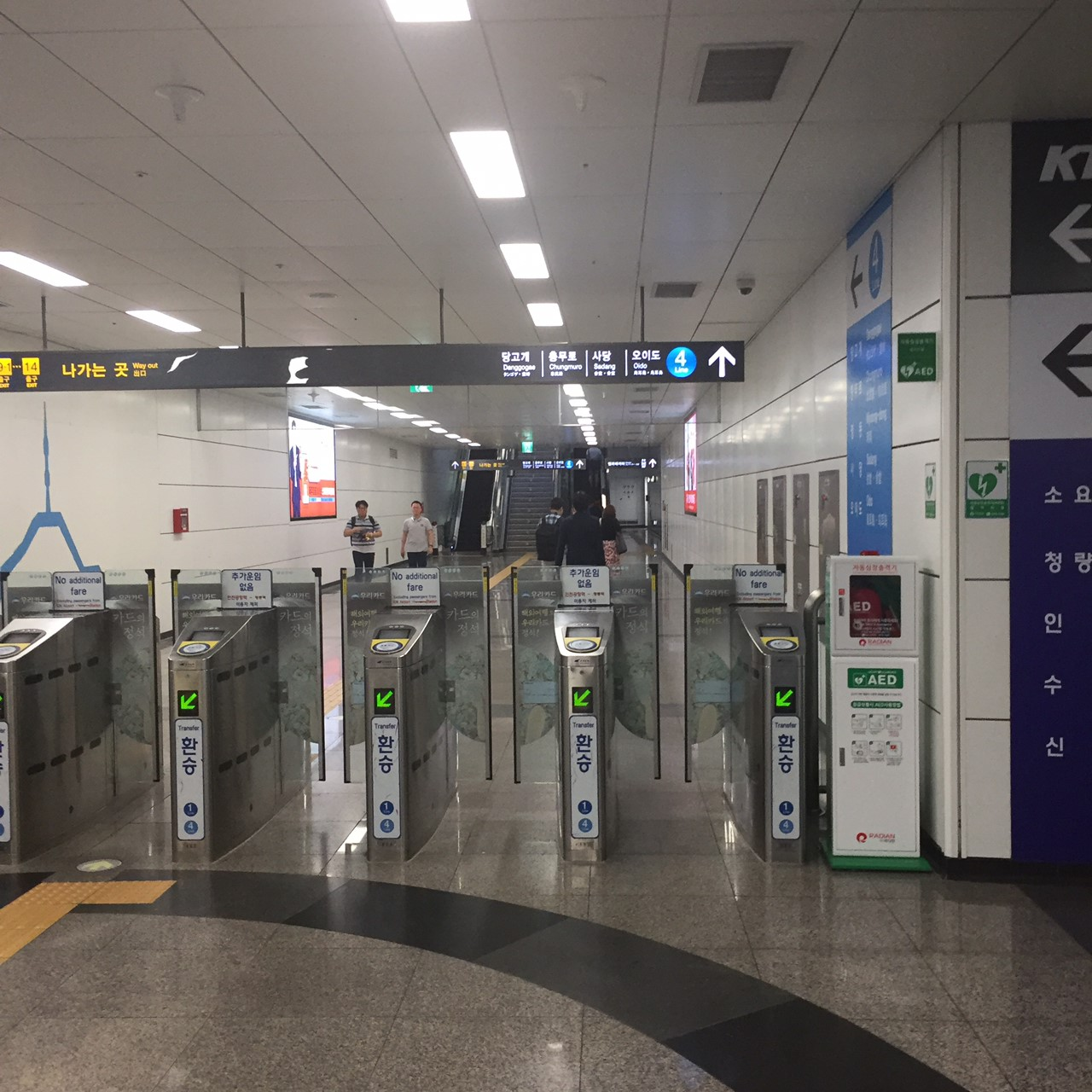 ソウル駅地下3階で地下鉄4番線 乗り継ぎ改札